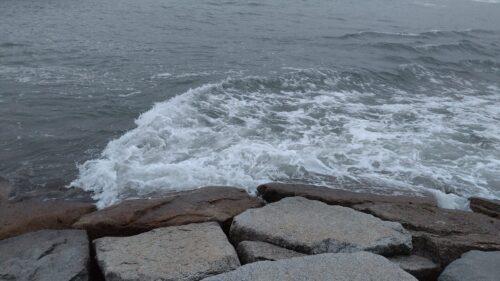 波荒れてる